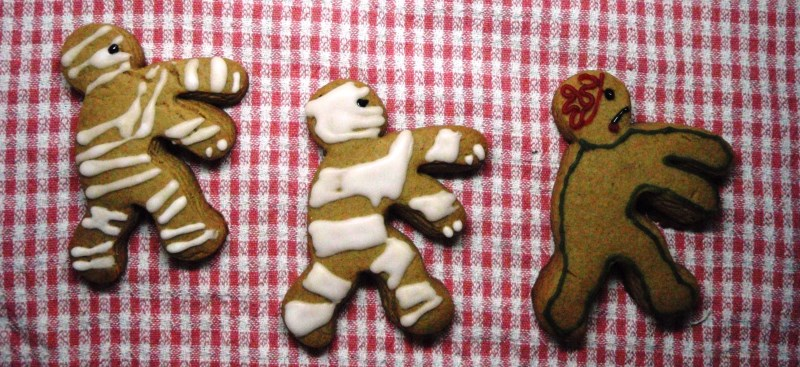 Mummybread men chase zombiedead man biscuit